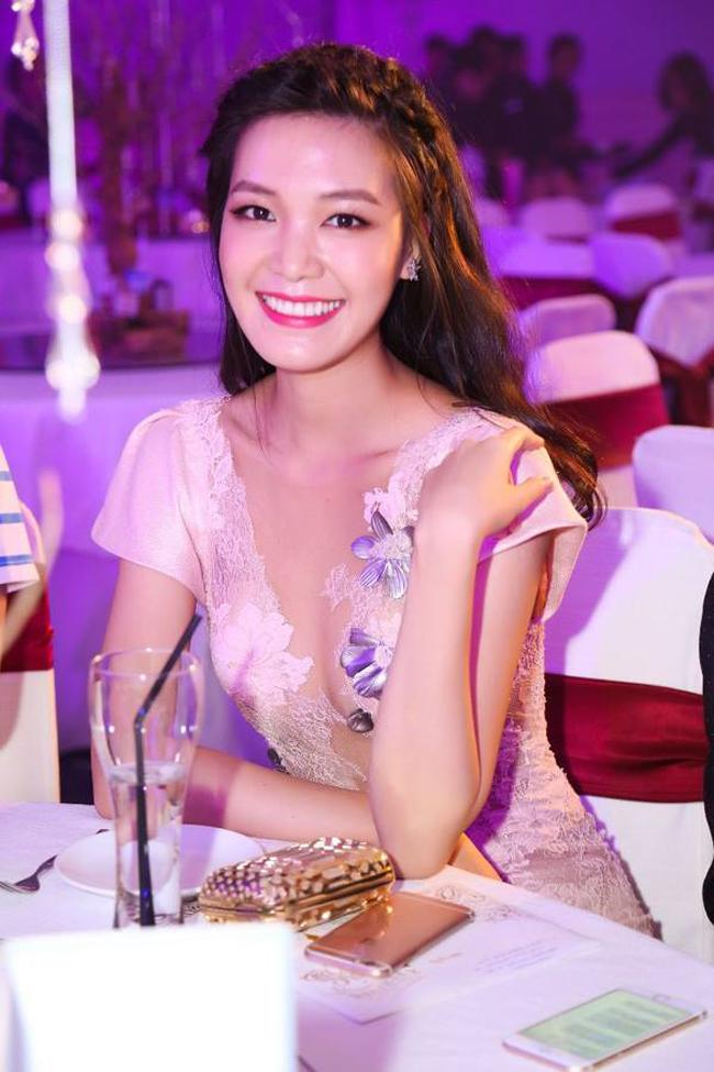 Khác biệt lớn giữa style make up ngoài đời với trên sân khấu đăng quang của các Hoa Hậu Việt Nam - Ảnh 7.