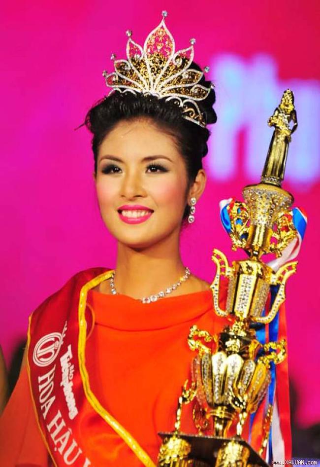 Khác biệt lớn giữa style make up ngoài đời với trên sân khấu đăng quang của các Hoa Hậu Việt Nam - Ảnh 9.