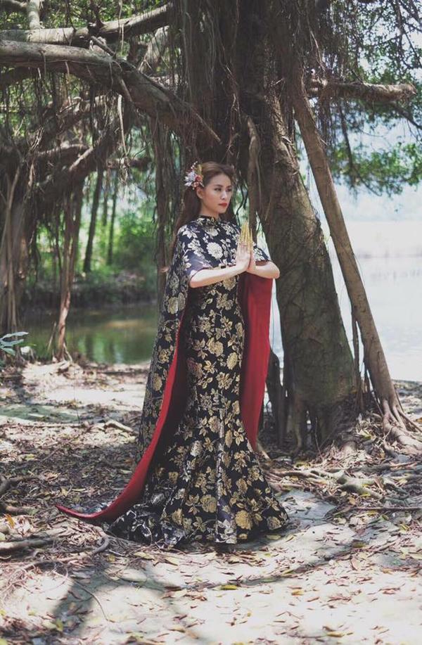 MV mới ra mắt vừa được khen ngất, Hoàng Thùy Linh đã vướng nghi án mặc váy nhái - Ảnh 1.