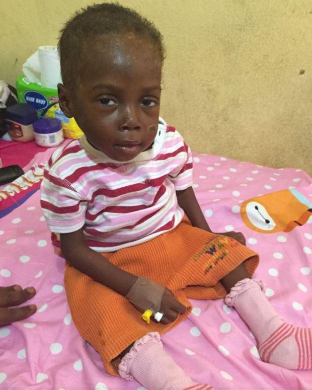 Bức ảnh đau lòng về cậu bé bị bỏ đói đến suýt chết trên đường phố Nigeria - Ảnh 6.