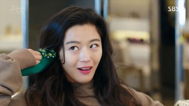 Đồ hiệu ngập mặt, Huyền thoại biển xanh lại là một show thời trang nữa của Jeon Ji Hyun - Ảnh 9.