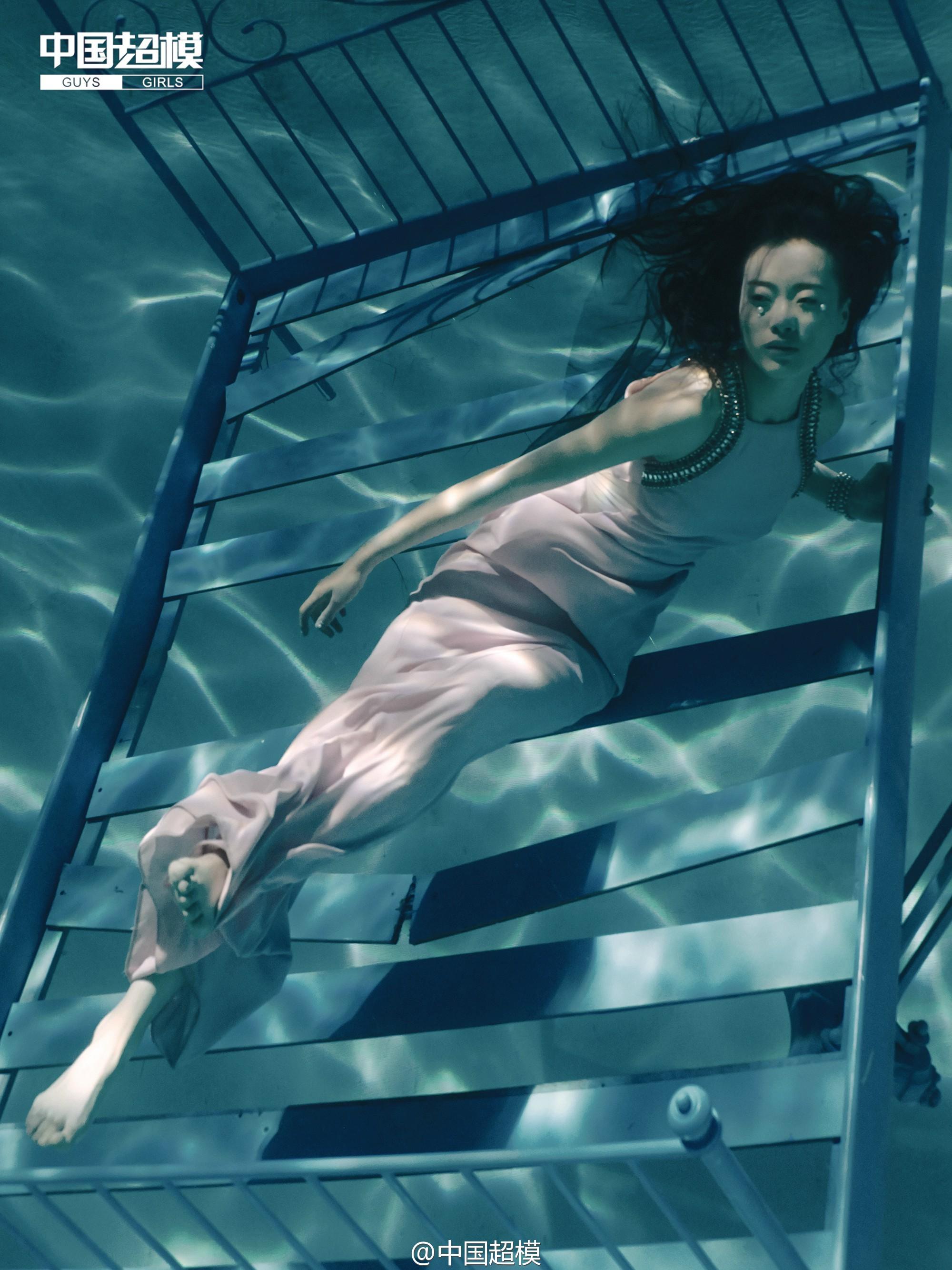 Next Top Model: Không phải cứ chụp ảnh dưới nước là trở thành thảm họa như ở Việt Nam! - Ảnh 11.