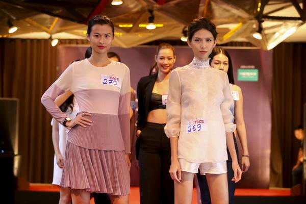 Phản hồi của phía Vietnam International Fashion Week có trở nên vô nghĩa khi để lộ email cấm diễn này? - Ảnh 1.