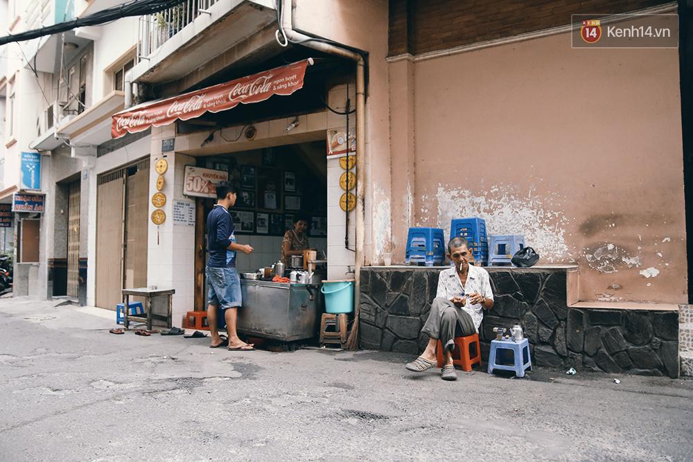 Quán cafe đúng kiểu Sài Gòn xưa, hơn nửa thế kỉ qua mỗi năm chỉ đóng cửa 10 phút... - Ảnh 3.