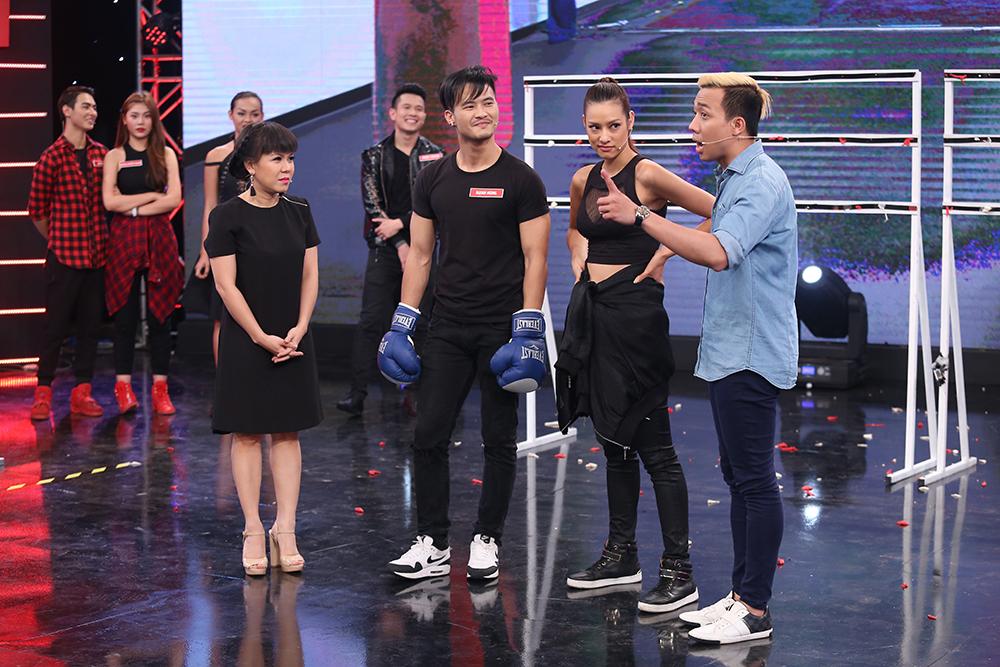 Mai Ngô lại... bĩu môi, Chúng Huyền Thanh ôm hôn bạn trai trên truyền hình - Ảnh 14.
