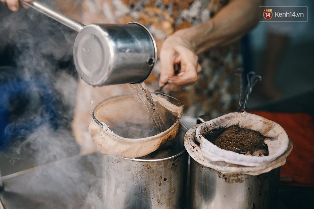 Quán cafe đúng kiểu Sài Gòn xưa, hơn nửa thế kỉ qua mỗi năm chỉ đóng cửa 10 phút... - Ảnh 9.