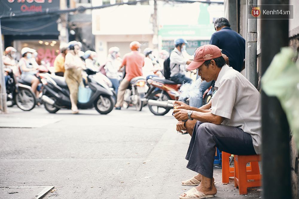 Quán cafe đúng kiểu Sài Gòn xưa, hơn nửa thế kỉ qua mỗi năm chỉ đóng cửa 10 phút... - Ảnh 12.