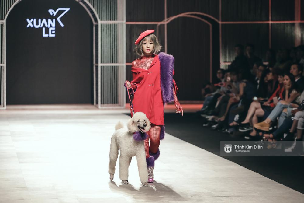 Chi Pu kiêu kì dắt cún trình diễn thời trang trên sàn diễn VIFW - Ảnh 2.
