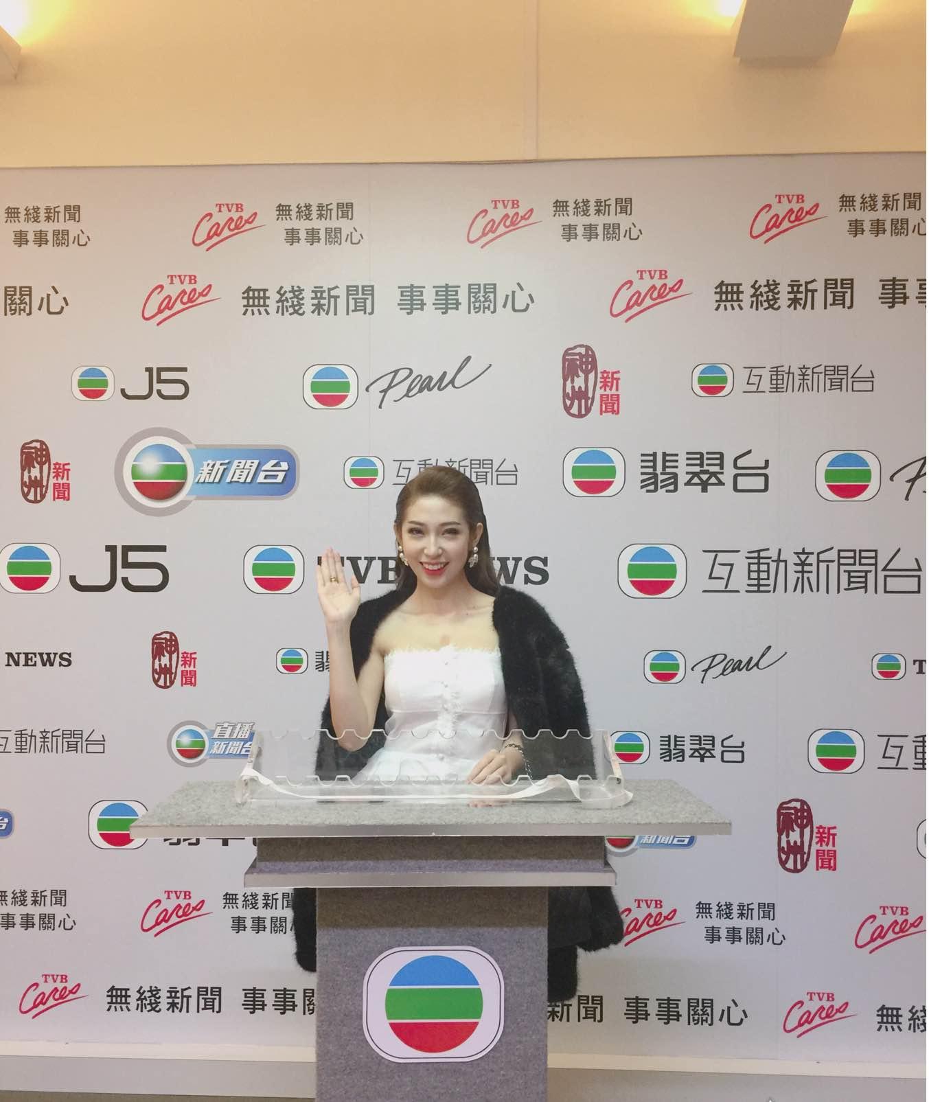 Khổng Tú Quỳnh tham dự lễ trao giải TVB, đọ dáng cùng Hoa hậu Hồng Kông - Ảnh 2.