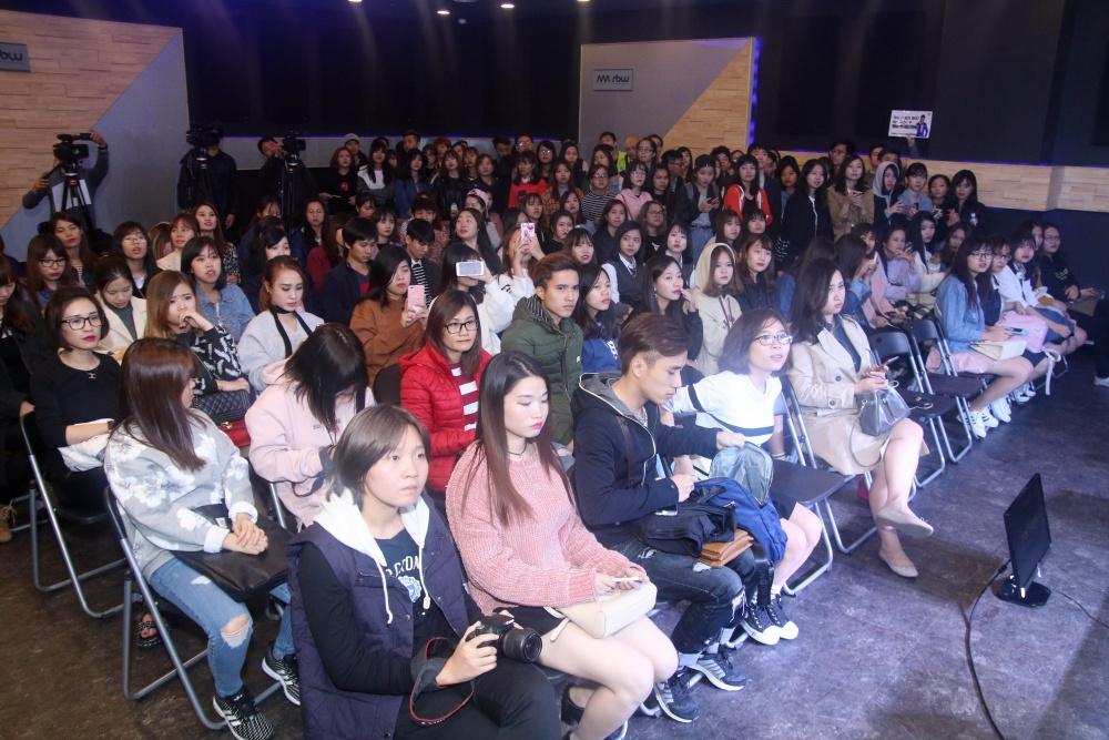Là ca sĩ Việt đầu tiên tổ chức họp fan ở Hàn, Noo Phước Thịnh được hàng trăm khán giả vây kín ủng hộ - Ảnh 3.