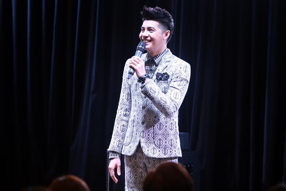 Là ca sĩ Việt đầu tiên tổ chức họp fan ở Hàn, Noo Phước Thịnh được hàng trăm khán giả vây kín ủng hộ - Ảnh 4.