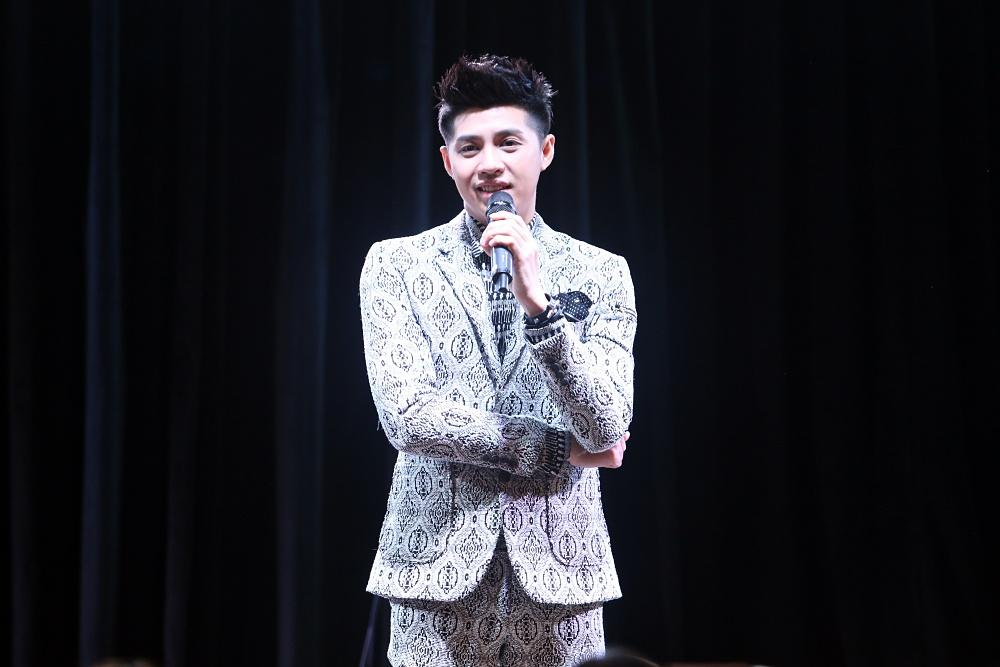 Là ca sĩ Việt đầu tiên tổ chức họp fan ở Hàn, Noo Phước Thịnh được hàng trăm khán giả vây kín ủng hộ - Ảnh 5.