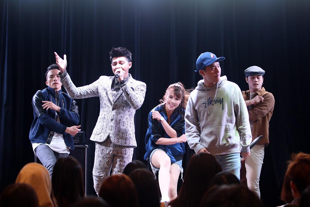 Là ca sĩ Việt đầu tiên tổ chức họp fan ở Hàn, Noo Phước Thịnh được hàng trăm khán giả vây kín ủng hộ - Ảnh 8.
