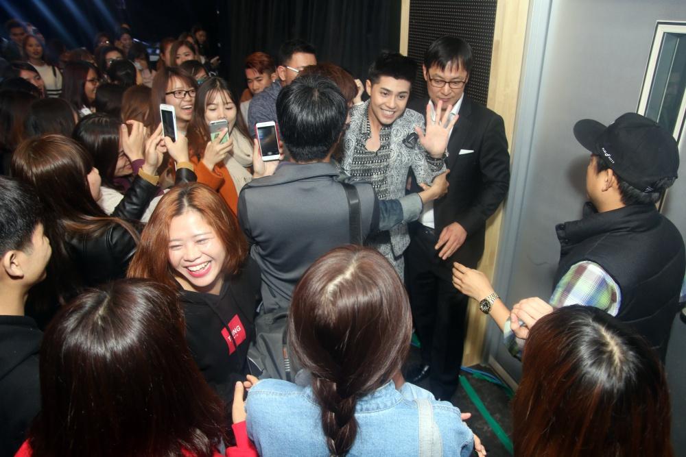 Là ca sĩ Việt đầu tiên tổ chức họp fan ở Hàn, Noo Phước Thịnh được hàng trăm khán giả vây kín ủng hộ - Ảnh 14.