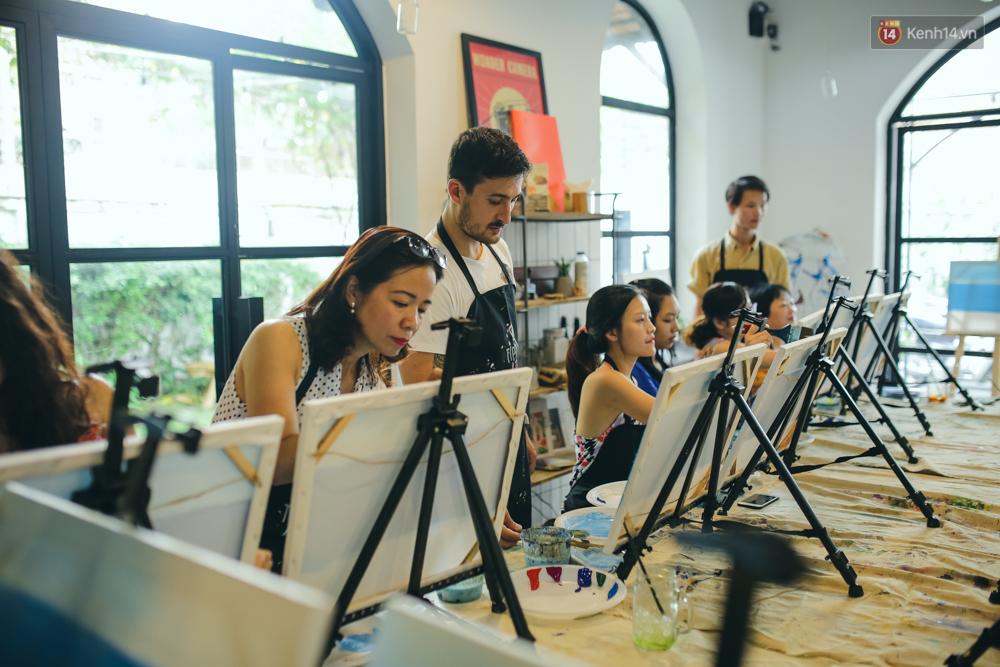 Có gì ở lớp học vẽ thư giãn đang cực hot tại Hà Nội và Sài Gòn thời gian gần đây? - Ảnh 3.