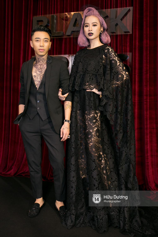 Ma nữ tóc hồng Angela Phương Trinh quá nổi bật, lấn át cả Hoa hậu Kỳ Duyên trên thảm đỏ - Ảnh 1.