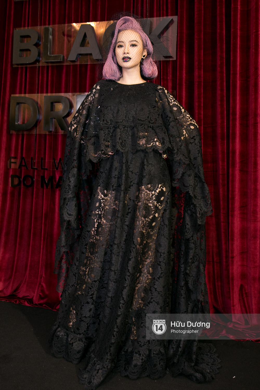 Ma nữ tóc hồng Angela Phương Trinh quá nổi bật, lấn át cả Hoa hậu Kỳ Duyên trên thảm đỏ - Ảnh 2.
