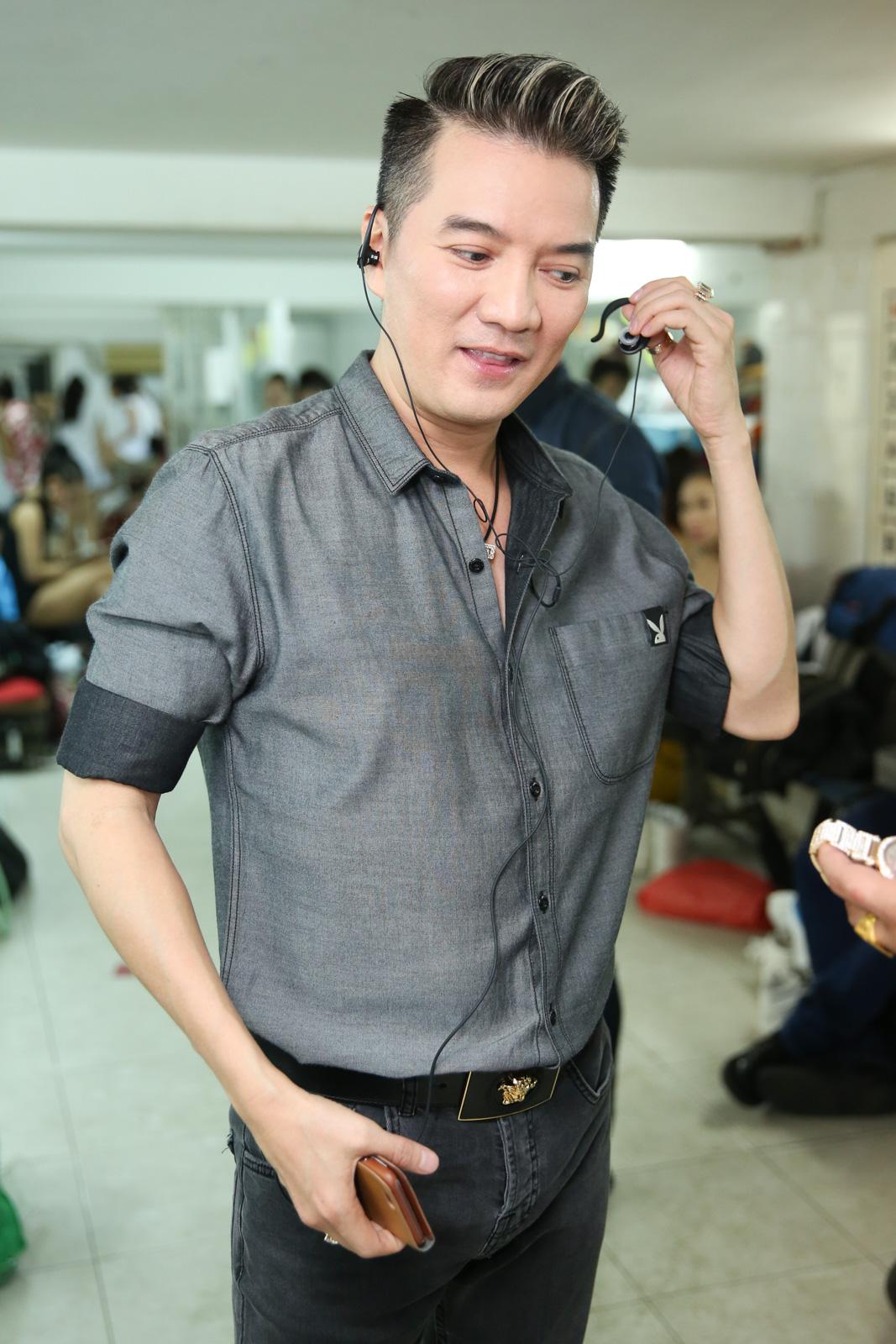 Quán quân Idol Kids Hồ Văn Cường theo chân ủng hộ mẹ nuôi Phi Nhung - Ảnh 6.