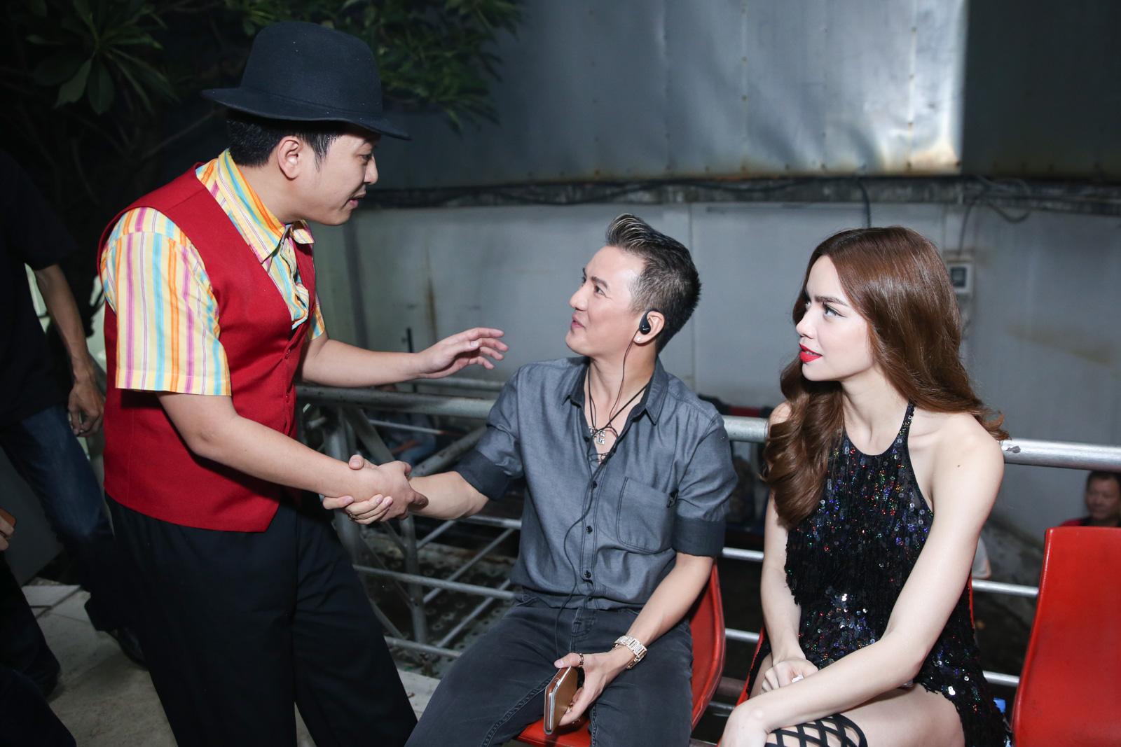 Quán quân Idol Kids Hồ Văn Cường theo chân ủng hộ mẹ nuôi Phi Nhung - Ảnh 7.