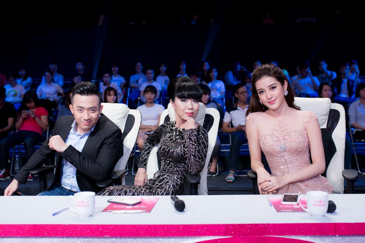 Huyền My xinh đẹp ngồi ghế nóng cùng bình luận viên Trấn Thành tại Người đẹp nhân ái HHVN 2016 - Ảnh 5.