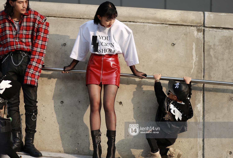 Châu Bùi & Cao Minh Thắng ton-sur-ton, Min diện quần một mất một còn tại Seoul Fashion Week ngày 3 - Ảnh 1.