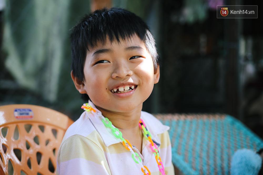 Cảnh sống thiếu trước hụt sau của hai anh em khuyết tật cùng mẹ lên Sài Gòn bán vé số mưu sinh - Ảnh 8.
