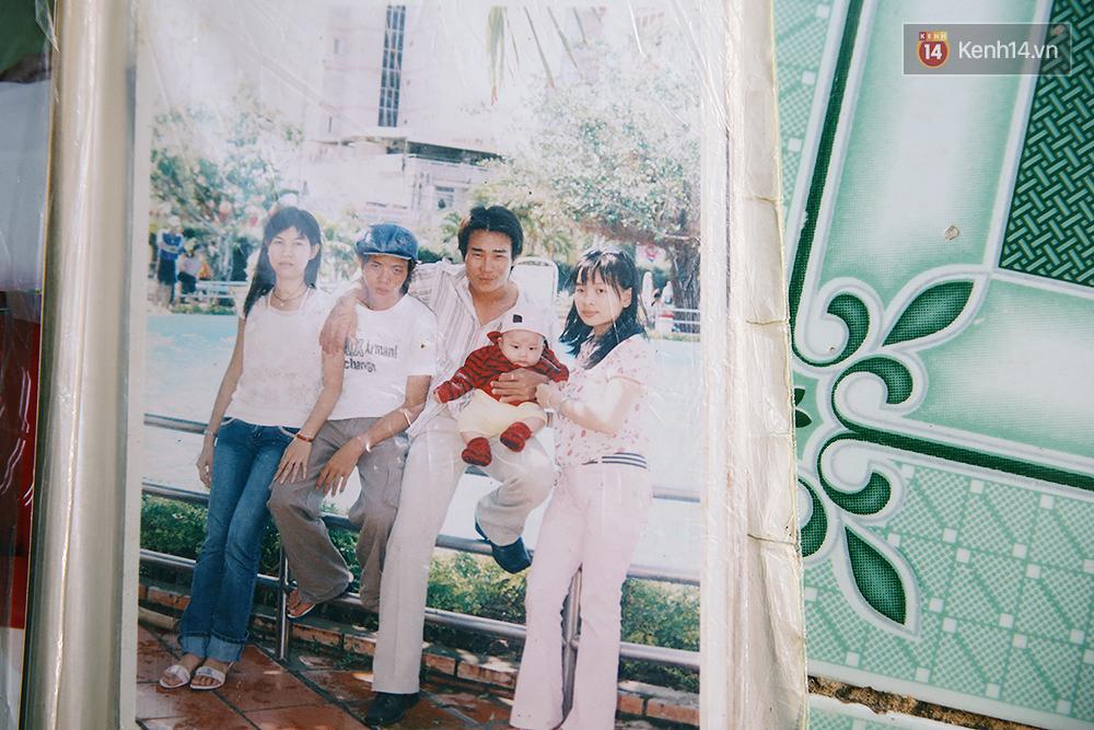 Cảnh sống thiếu trước hụt sau của hai anh em khuyết tật cùng mẹ lên Sài Gòn bán vé số mưu sinh - Ảnh 2.