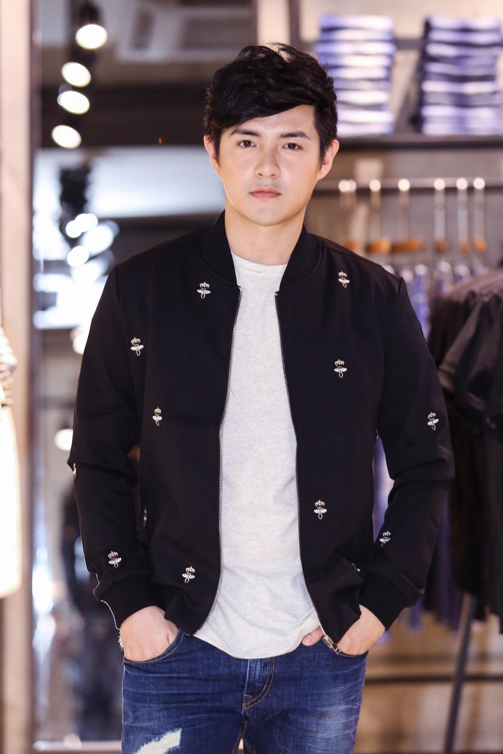 Bận rộn cho liveshow, Đông Nhi vẫn tranh thủ đưa Ông Cao Thắng đi mua sắm - Ảnh 7.