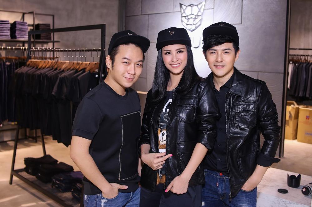 Bận rộn cho liveshow, Đông Nhi vẫn tranh thủ đưa Ông Cao Thắng đi mua sắm - Ảnh 3.