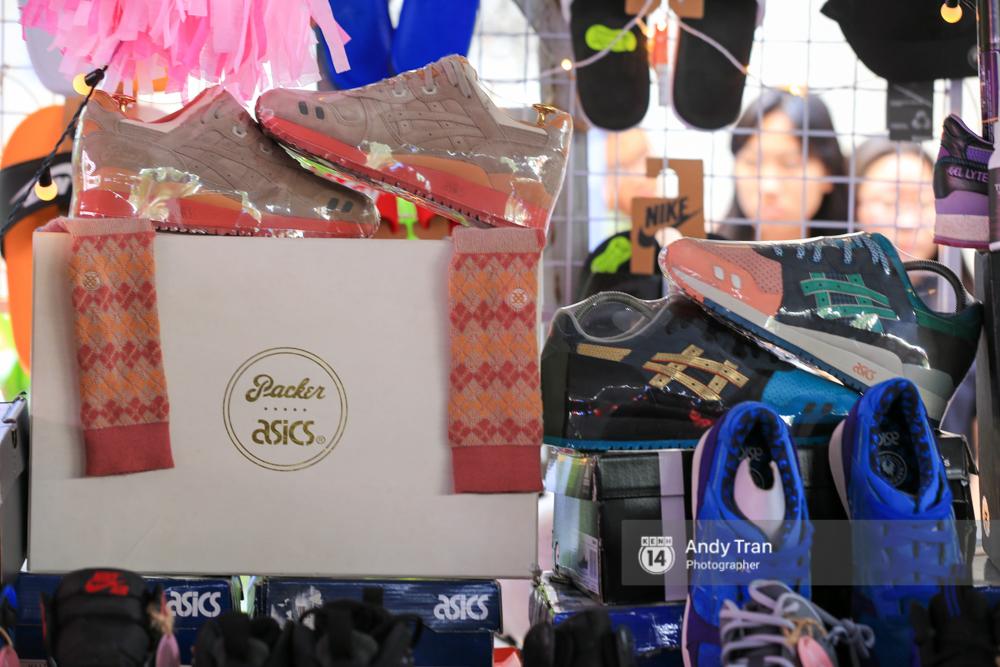 Khó mà tin được, hàng nghìn bạn trẻ Sài Gòn này tụ tập lại chỉ để... ngắm và mua giày Sneaker - Ảnh 5.