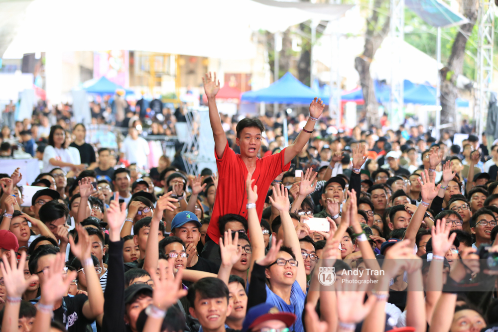 Khó mà tin được, hàng nghìn bạn trẻ Sài Gòn này tụ tập lại chỉ để... ngắm và mua giày Sneaker - Ảnh 16.
