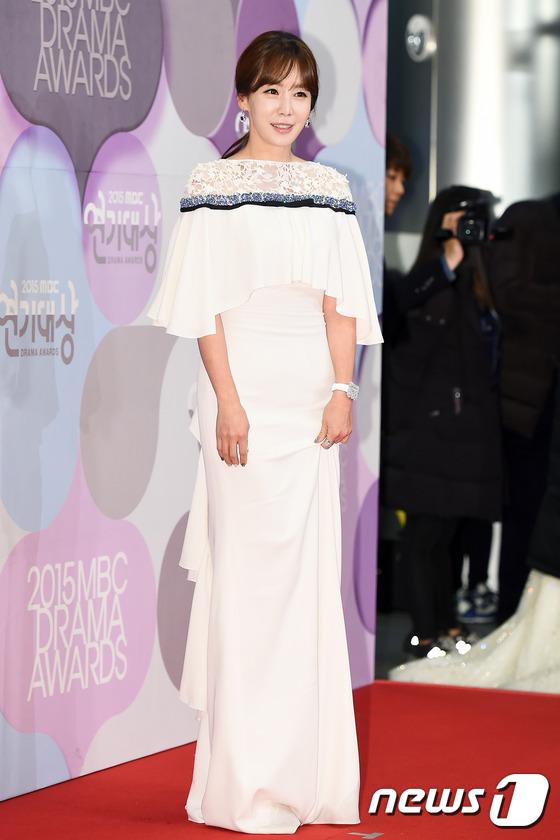 """Nữ chính """"Chuyện tình Paris"""" Kim Jung Eun tuyên bố kết hôn ở tuổi 40 - Ảnh 1."""