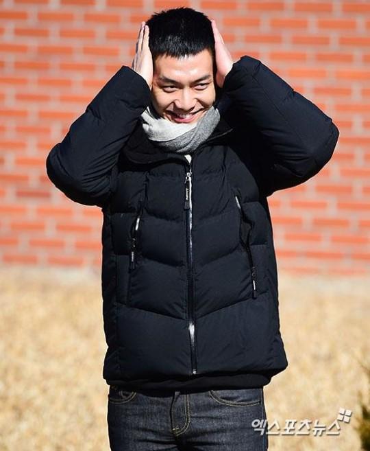 Chàng rể quốc dân Lee Seung Gi tiếp bước loạt thần tượng nhập ngũ muộn của Kpop - Ảnh 10.