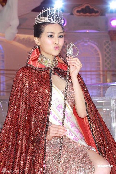 Âu Dương Chấn Hoa và Hoa hậu Hồng Kông may mắn thoát chết khỏi tai nạn rơi búa - Ảnh 6.