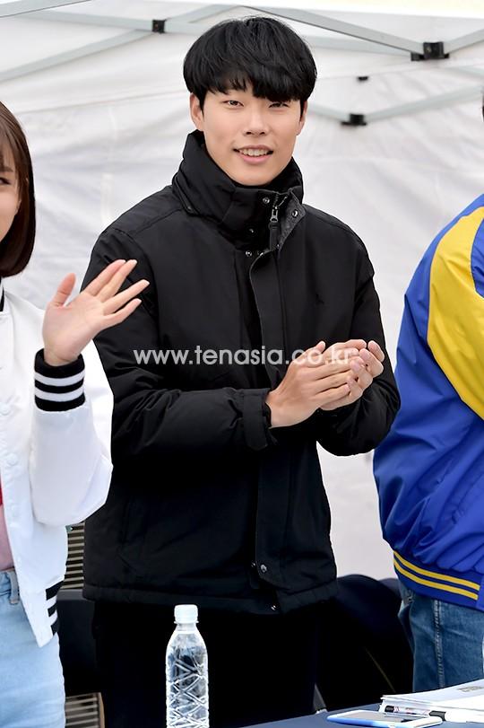 Hyeri thân mật với chồng Park Bo Gum trong sự kiện họp fan Reply 1988 - Ảnh 4.