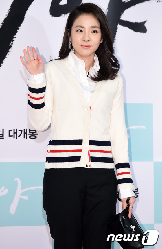 Dara (2NE1) tươi trẻ không kém cạnh đàn em A Pink kém 11 tuổi tại sự kiện - Ảnh 2.