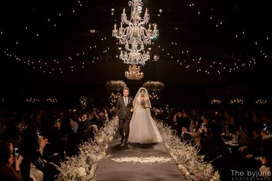 Ngắm loạt ảnh cô dâu Kim Ha Neul đẹp lung linh trong ngày cưới - Ảnh 3.