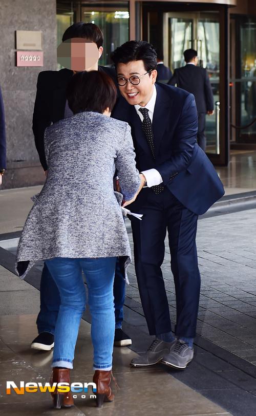 Ngắm loạt ảnh cô dâu Kim Ha Neul đẹp lung linh trong ngày cưới - Ảnh 15.