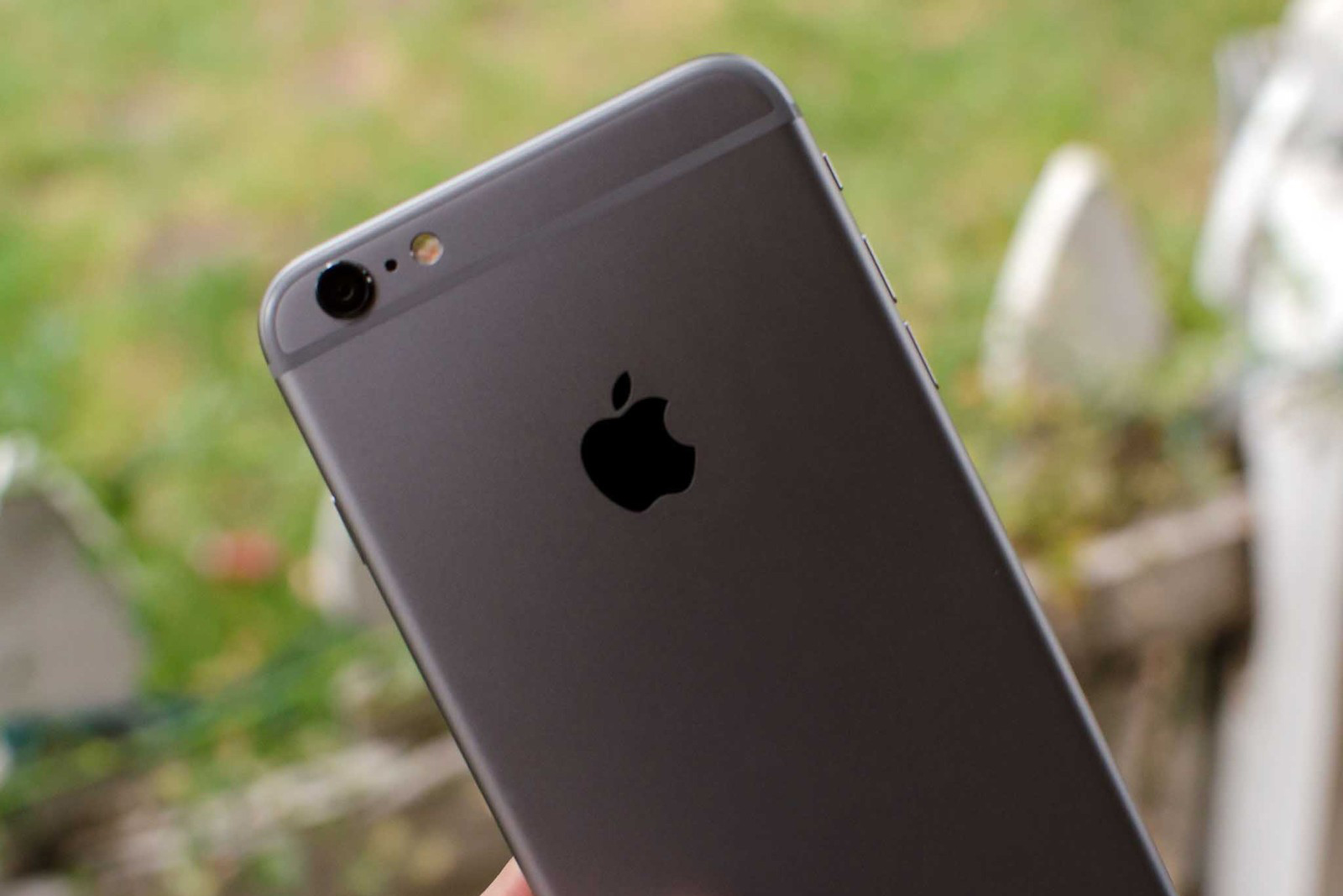 Bí ẩn không lời đáp đằng sau logo táo khuyết của Apple - Ảnh 4.