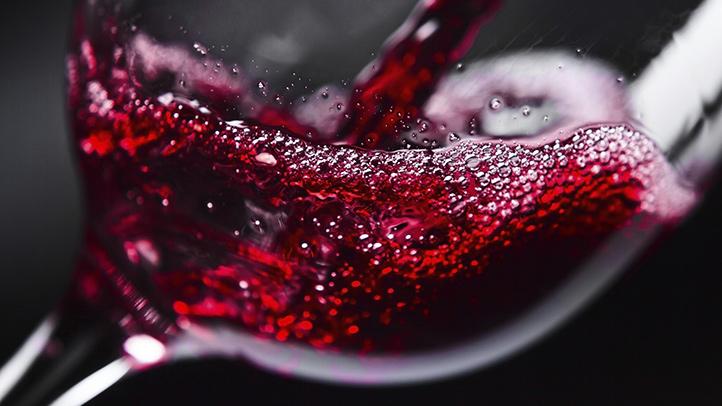Sự thật: Uống một ly rượu vang tương đương 1 giờ tập hùng hục ngoài phòng gym - Ảnh 1.