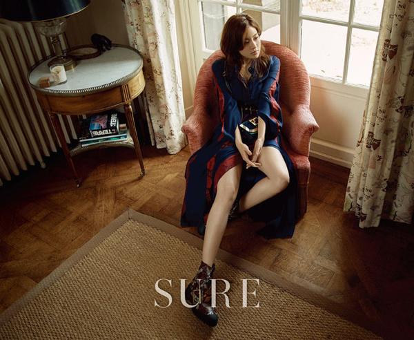 Suzy đã đủ độ chín để đọ độ gợi cảm với đàn chị trên tạp chí - Ảnh 17.