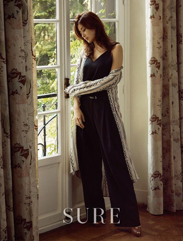 Suzy đã đủ độ chín để đọ độ gợi cảm với đàn chị trên tạp chí - Ảnh 18.