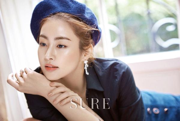Suzy đã đủ độ chín để đọ độ gợi cảm với đàn chị trên tạp chí - Ảnh 20.