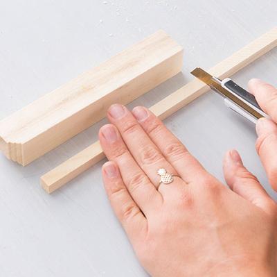 Nghịch gỗ chế khung đa năng: Vừa sạc điện thoại, vừa treo chìa khoá - Ảnh 5.