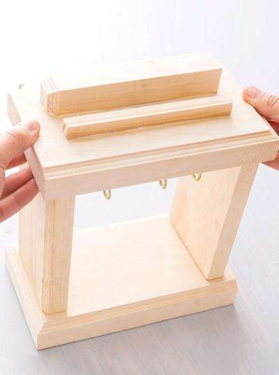 Nghịch gỗ chế khung đa năng: Vừa sạc điện thoại, vừa treo chìa khoá - Ảnh 8.