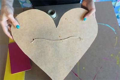 Tạo điểm nhấn trang trí tường với kệ treo tường trái tim sắc màu - Ảnh 9.