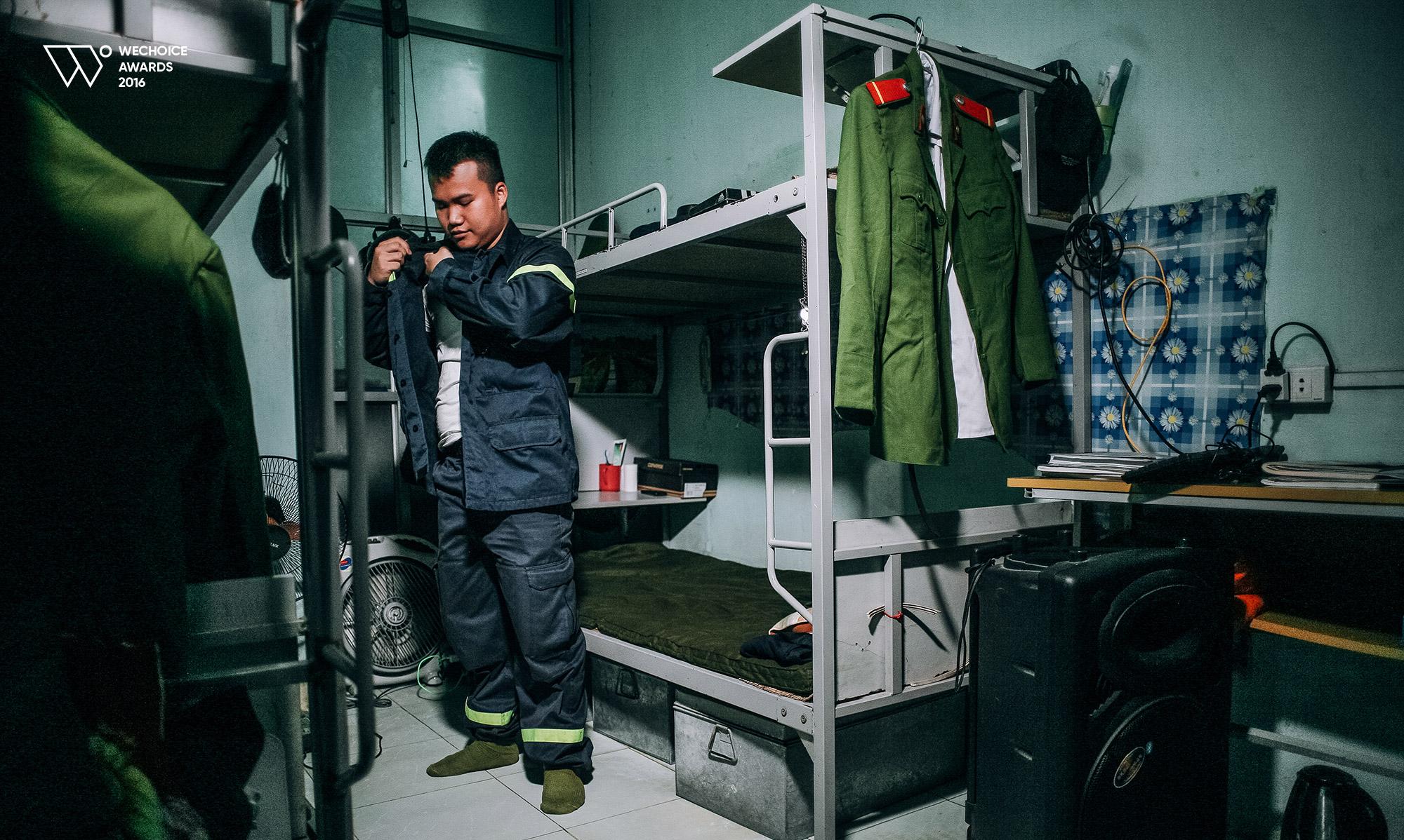 Năm 18 tuổi – Nếu được chọn, bạn có theo nghề lính cứu hỏa như những chàng trai dũng cảm này không? - Ảnh 5.