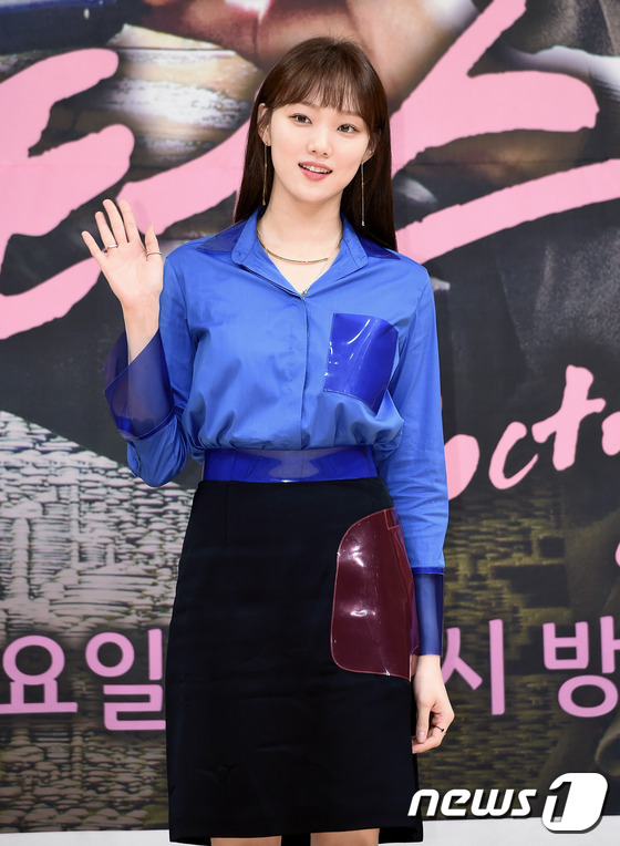 Bị dìm chiều cao bên người đẹp Cheese in the trap, Park Shin Hye vẫn xinh như công chúa - Ảnh 9.