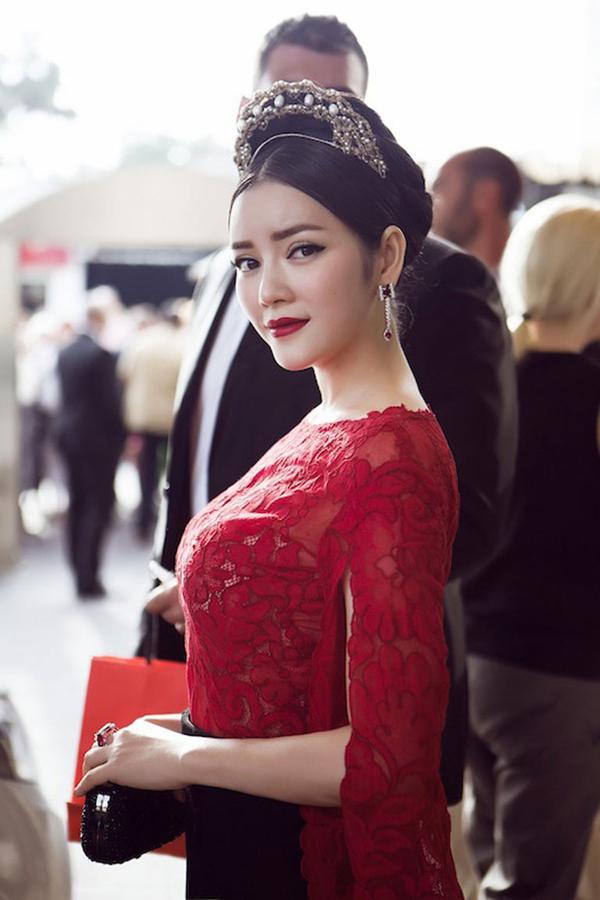 3 sao Việt chẳng ngại cuộc chiến váy áo nơi xứ người! - Ảnh 15.