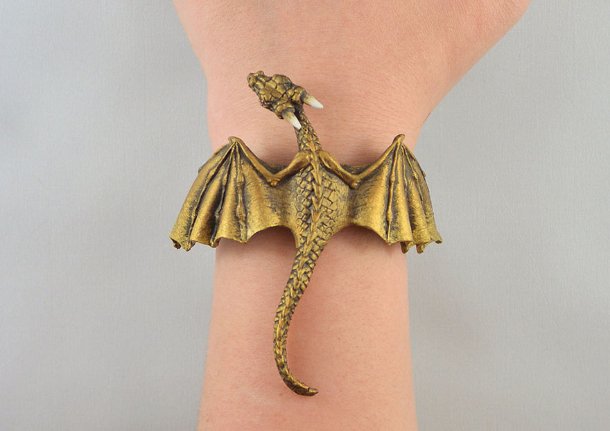 Bộ trang sức cực chất lấy cảm hứng từ Mẹ rồng Daenerys Targaryen - Ảnh 2.